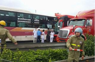 Tai nạn trên cao tốc Pháp Vân – Cầu Giẽ khiến 10 người thương vong