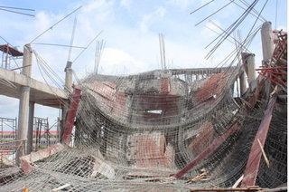 Sập giàn giáo khi đổ bê tông khiến 9 người thương vong