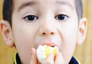 Nguyên tắc cho trẻ ăn trứng gà chuẩn nhất, mẹ nhất định phải