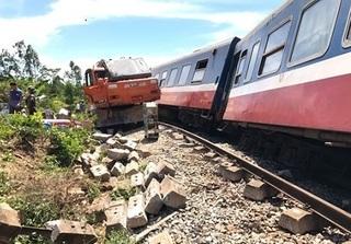 Vụ lật tàu SE3 ở Quảng Bình:Tài xế máy xúc thiếu quan sát, cố tình cho xe vượt đường sắt