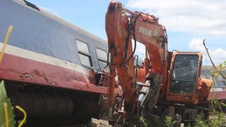 Vụ lật tàu ở Quảng Bình: Tạm giữ tài xế máy xúc