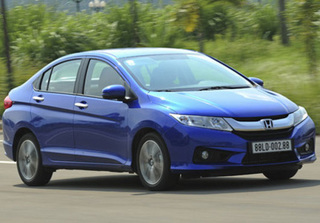 Điểm mặt những mẫu xe ô tô giảm giá từ vài chục đến vài trăm triệu đồng trong tháng 9