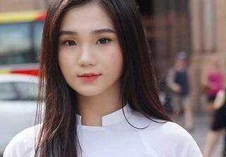 Vẻ đẹp ngọt ngào của nữ sinh hot nhất Facebook mùa khai giảng năm nay