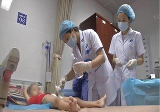 Bé trai 2 tuổi ở Hà Nội sùi mào gà sau nong tách bao quy đầu