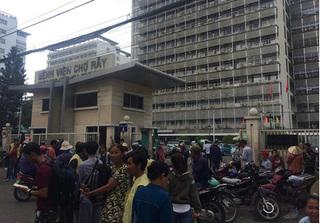 Một người phụ nữ bị đánh ghen gây náo loạn bệnh viện Chợ Rẫy