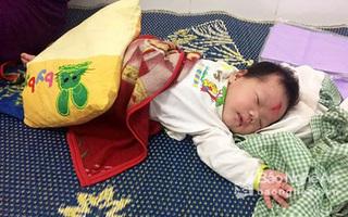 Bé gái sơ sinh bị bỏ rơi ven đường kèm theo lá thư