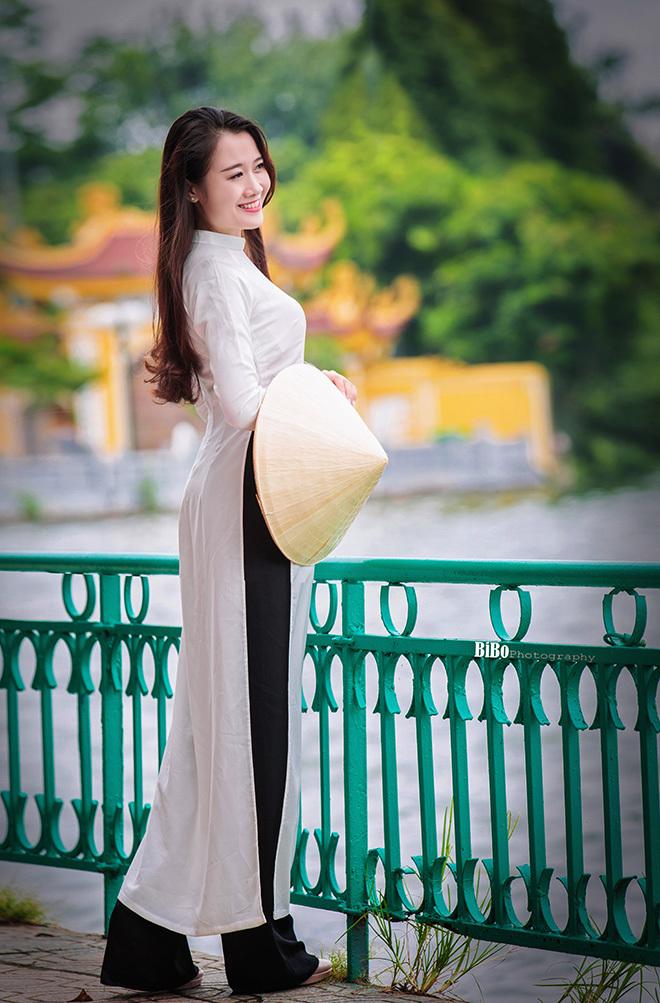 Thánh nữ mì gõ hoá thiếu nữ dịu dàng trong tà áo dài Xuân