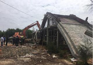 Sập cầu đang thi công ở Tuyên Quang khiến 3 công nhân bị vùi lấp