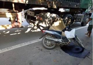 TP Vinh: Một phụ nữ ngã xuống đường bị xe tải cán tử vong