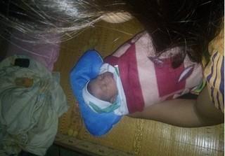 Nghệ An: Bé trai sơ sinh bị bỏ rơi ở tâm bão số 10