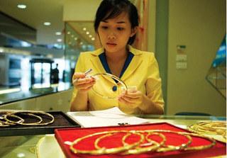 Dự báo giá vàng ngày 19/9: Là tài sản trú ẩn an toàn, vàng tiếp tục tăng cao
