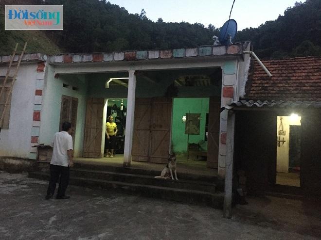 Sau đó, cả hai đối tượng đi bộ lên nhà Nguyễn Văn Việt ăn cơm