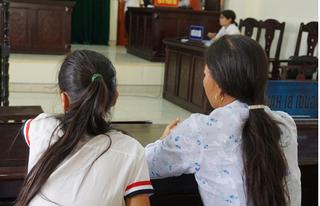 Ở nhà một mình, bé gái 11 tuổi nhiều lần bị gã công nhân xây dựng hãm hiếp