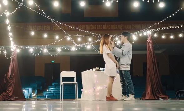 cặp đôi 9X gây bão mạng với clip kỷ niệm 1 năm yêu nhau1
