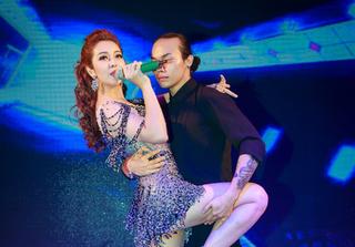 Hoa hậu Jennifer Phạm đắt show trong vai MC kiêm ca sĩ