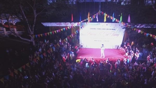 Đêm nhạc mang tên Đường về quê hương