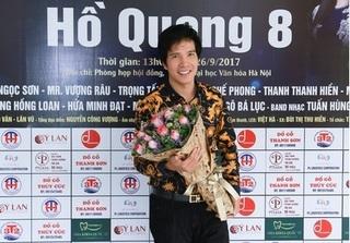 """Hồ Quang 8 đi bán vé để kiếm tiền làm show ca nhạc """"Khuya nay anh đi rồi"""""""