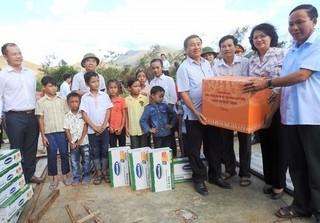 Vinamilk mang sữa đến với trẻ em vùng lũ Hà Tĩnh và Quảng Bình