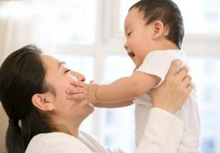 Mẹ vất vả trăm bề khi nuôi con có đặc điểm này, nhưng lớn lên trẻ lại cực thông minh và thành đạt