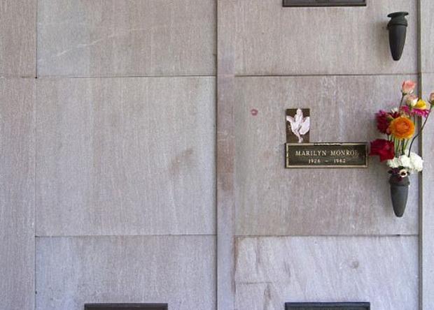 Nơi an nghỉ của ông Hugh Hefner nằm bên trái Marilyn Monroe. Ảnh: Getty
