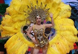 Việt Hương diện váy ngắn nhảy Samba khoe thân hình nuột nà