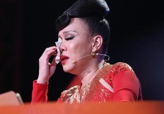 Bước nhảy ngàn cân: Việt Hương bật khóc vì nam thí sinh trầm cảm