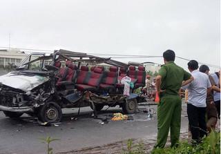Hai xe khách đấu đầu kinh hoàng khiến 6 người tử vong tại chỗ