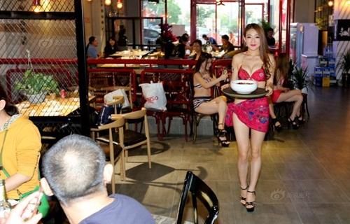 dàn mỹ nữ gợi cảm phục vụ trong nhà hàng thịt nướng6