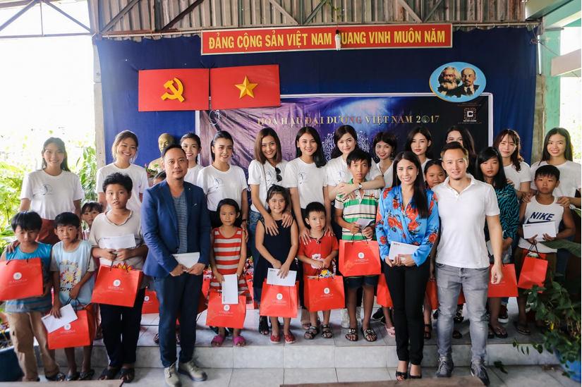 Hoa hậu Ddại Dương đi từ thiện trung thu