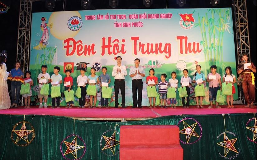 Trà Dr.Thanh trao quà trung thu cho trẻ em nghèo trên cả nước