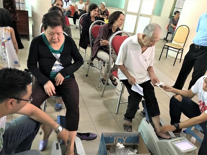 Vinamilk và hoạt động chăm sóc sức khỏe 2.000 người cao tuổi ở Việt Nam