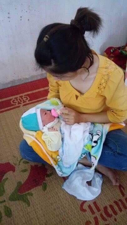 bé gái sơ sinh bị bỏ rơi còn nguyên dây rốn, Nam Định