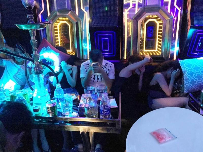100 người phê ma túy trong quán karaoke ở Sài Gòn