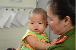 Bé trai 7 tháng tuổi bị bỏ rơi trong nhà nghỉ ở Mỹ Đình đã tìm được bố đẻ ở Thái Nguyên?