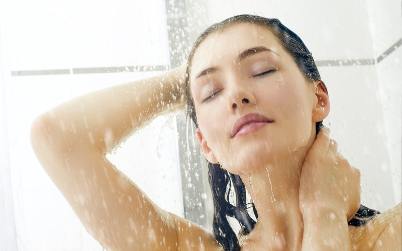 mẹo chữa cơn đau đầu bằng nước nóng