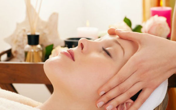 mẹo chữa cơn đau đầu  bằng cách massage