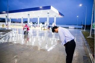 Tất thảy người tiêu dùng Việt đều muốn đến đây đổ xăng vì quá thèm cách phục vụ của người Nhật