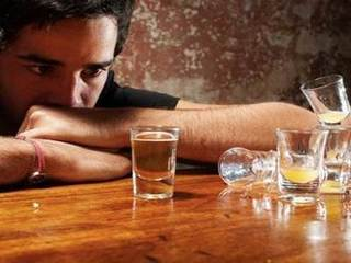 Con trai không uống được rượu là ngoan hay hèn- Câu hỏi nhận được hàng nghìn đáp án của dân mạng