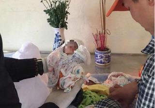 Kỳ diệu bào thai hơn 7 tháng tuổi lúc sắp đi chôn bật khóc hồi sinh
