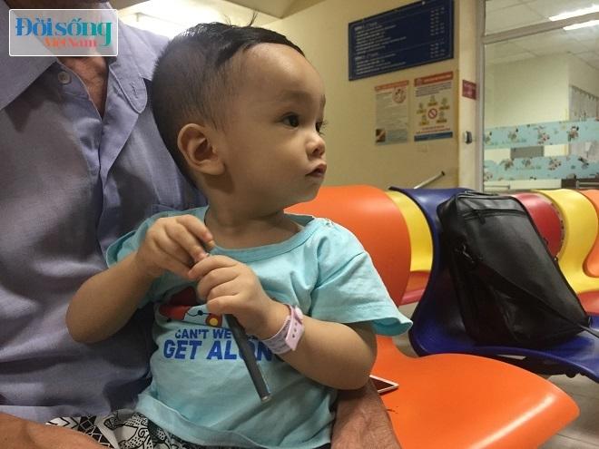 Bé trai bị bạo hành dã man ở Hà Nội đang rơi vào tình trạng nguy kịch