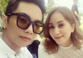 Vợ chồng Khánh Thi - Phan Hiển tay trong tay dự tiệc cưới bí mật của Đức Tuấn
