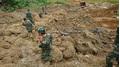 Nổ mìn phá đá tìm kiếm nạn nhân vụ sạt lở đất ở Hòa Bình