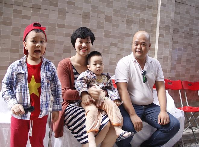 Chị Ngô Hương Thủy (nhân viên công ty) đã đưa cả nhà đi hiến máu do công ty tổ chức