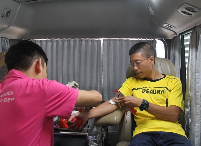 Hiến máu cứu người