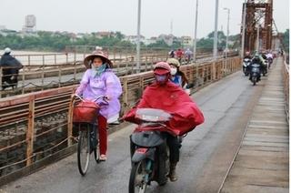 Người Hà Nội co ro trong đợt rét đầu mùa