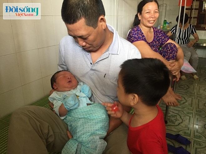 Tuy nhiên, hiện nay phía gia đình nhà bé trai sơ sinh nặng 7,1kg ở Vĩnh Phúc vẫn chưa nhận được thông tin gì