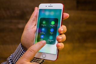 Lỗ hổng chết người của hệ điều hành iOS 11 làm lộ hình ảnh cá nhân