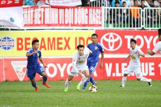 Mất oan Penalty, CLB HAGL vẫn cầm hòa đội đầu bảng Quảng Nam