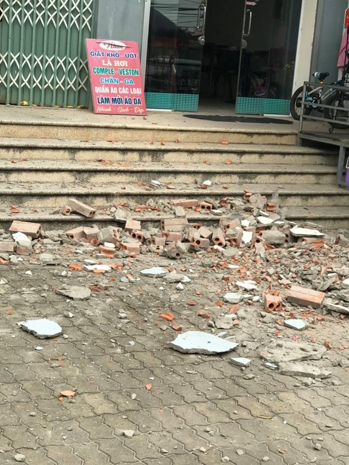Tường nhà chung cư bất ngờ rơi xuống sân ở Hà Nội 2