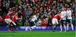 Manchester United lập một loạt kỳ tích sau trận thắng Tottenham